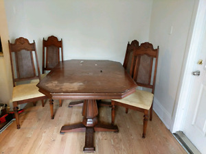 Dining room table with 4 captain chairs