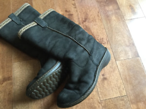 Size 9 women's leather UGG boots