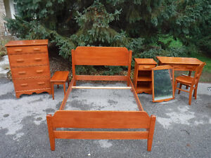 beautiful vintage 7pc bedroom set made by Vilas, solid wood