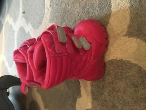 Size 4 toddler winter boots. Nwot