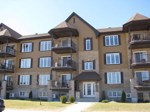 Condo 4 1/2 Vaudreuil Dorion: Disponible 1er Avril - April 1st
