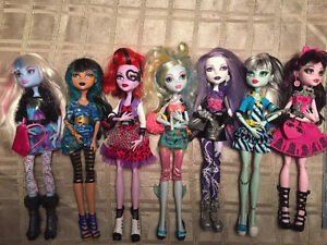Monster High Photo Day/Fearbook 7 doll lot Christmas West Island Greater Montréal image 2