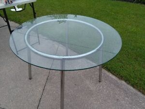 GLASS TOP DINING / KITCHEN TABLE