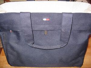 WOMANS DESIGNER BAG CARRING BAG Cambridge Kitchener Area image 4