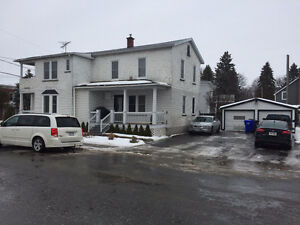 Duplex rénové avec garage double par pierre methot