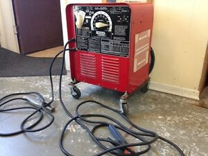 LINCOLN ELECTRIC CO. AC/DC ARC WELDER 225/125