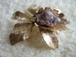 ELEGANT OLD VINTAGE BROOCH from the '60's.with an.ANTIQUE FINISH