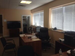 Commercial unit in prime area of Vaughan for rent