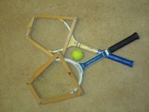 Tennis rackets, 2 vintage wooden and holder and 2 aluminum alloy