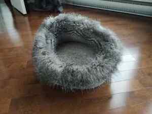 Très beau coussin lit pour chat ou petit chien.