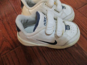 NIKE toddler size 5 unisex shoes Kitchener / Waterloo Kitchener Area image 1