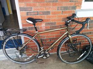 Vélo de cyclotourisme opus
