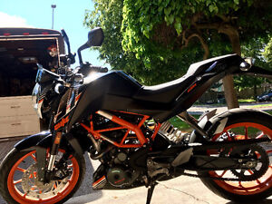 KTM Duke 390 ABS (2016) - Priced Taxes & Fees In. Only 936km.
