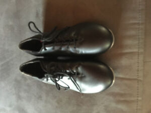 Tap shoes size 5 1/2