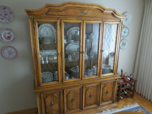 REDUCED....STANLEY All Wood Dining Room Set with Buffet & Hutch West Island Greater Montréal image 5