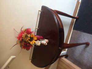 Console entry table/hall table with matching mirror