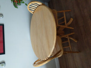 Kitchen chairs and table - Moving must sell
