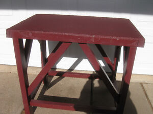 COMPACT STRONG STURDY SOLID WOOD WORK BENCH