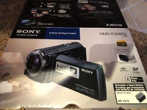 Sony video camera - HDR-PJ580V like new