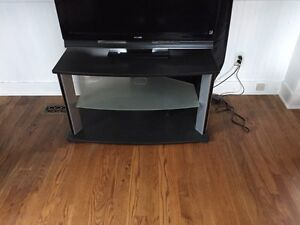 TV stand, great condition !  Cornwall Ontario image 1