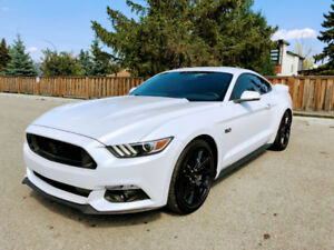 2017 Ford Mustang GT Premium Fastback, 1300 km, almost new