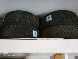 4 winter tires Brigestone Blizzak DM-V2  90 %  ab265/50/R20