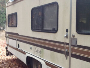 1985 Chevy sportsman motorhome good condition needs some work