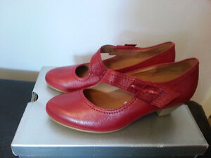 New! Gabor shoes size 7