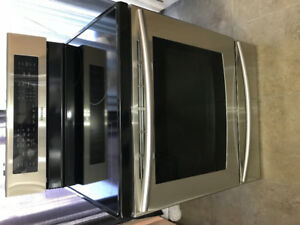 Samsung Convection Range with Dual Fan Convection Oven. $749.00