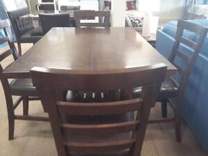 *** USED *** ASHLEY PINDERTON 5PC DINETTE   S/N:51161836   #STORE545