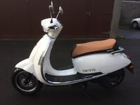 Moped scooter lexmoto Vienna (2016) 125 for sale almost new reduced £950