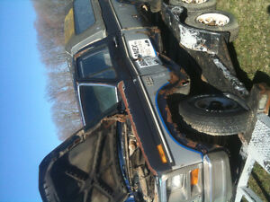 !985 Ford Truck for parts only