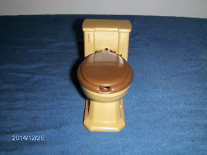 NOVELTY TOY TOILET-PLASTIC-ASH TRAY?-MADE IN HONG KONG-1970S