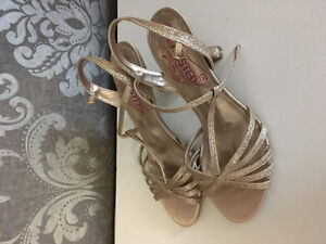 Kenneth Cole Unlisted Brand New Gold Shoes $35 size 6