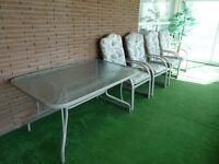 Ensemble patio : table et chaises