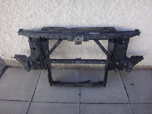 Nissan Armada 011 rad support