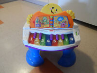 Singing ,counting piano toy ,learn more songs