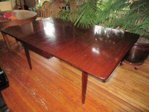 Vintage Mahogany Table and 6 Chairs