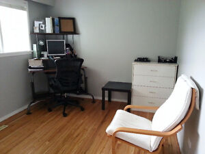 Very clean, comfortable room in a house near Surrey Central, SFU
