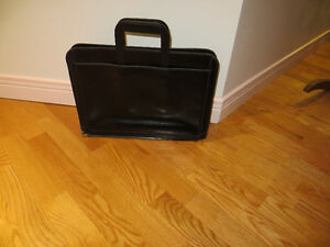 Carrying case London Ontario image 2