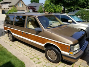 1989 Plymouth Grand Voyager LE (Woody)