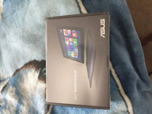 BRAND NEW ASUS 2 in 1 TABLET