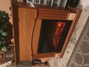 Beautiful OAK Muskoka Fireplace w/ Remote! Insert and Mantle .