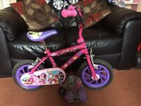 Girls Minnie Mouse Bike with Stabilisers
