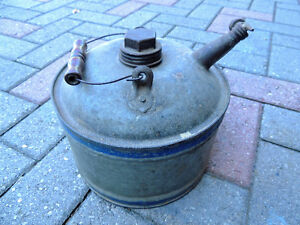 Oil can, Vintage oil can. London Ontario image 6