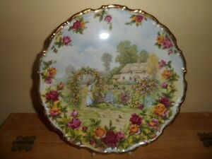 Old Country Rose Collector Plate