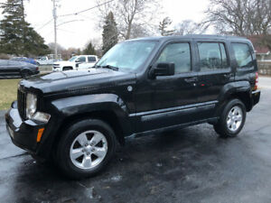 REDUCED-2012 JEEP LIBERTY SPORT-EXTRA CLEAN INSIDE & OUT