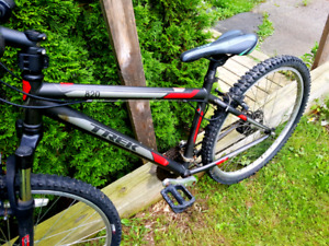 TREK 820 SINGLE TRACK MOUNTAIN BIKE