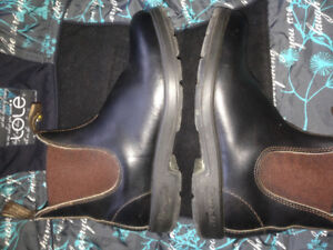 Blundstone 500.  Stout Brown. Round toe.  Size 6 which is a 9