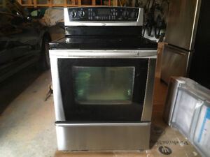 Excellent Whirlpool stove in great condition!